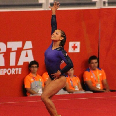 Farkas le tiende una mano a Makarena Pinto, la gimnasta que perdió la beca Proddar tras ser madre