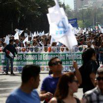 Primer round del Mineduc con profesores: gremio marcha por la Alameda