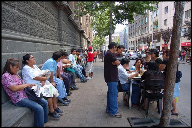 Sudamerican dreams: el libro que cuenta la realidad de los migrantes peruanos desde adentro