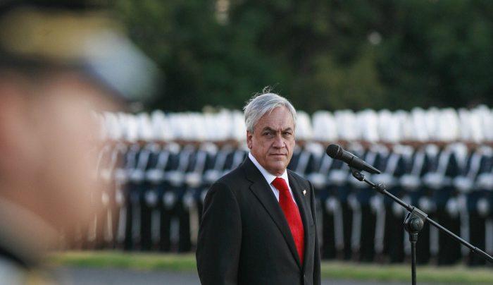 Piñera haciendo política en los cuarteles