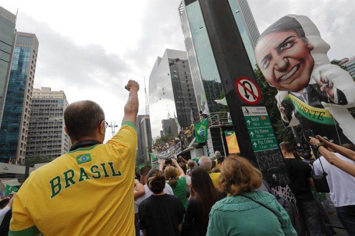 """Tribunal electoral de Brasil busca frenar las """"fake news"""" antes de la segunda vuelta entre Bolsonaro y Haddad"""