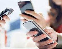 Centennials pasan 10 horas conectados a su smartphone al día: 3 horas más que los Millennials
