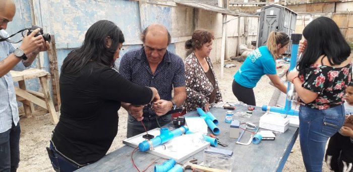 Comunidad de Paposo ilumina sectores de la localidad con programa Litro de Luz