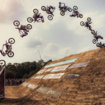 Las increíbles acrobacias de Tom Pagès a través de un dron