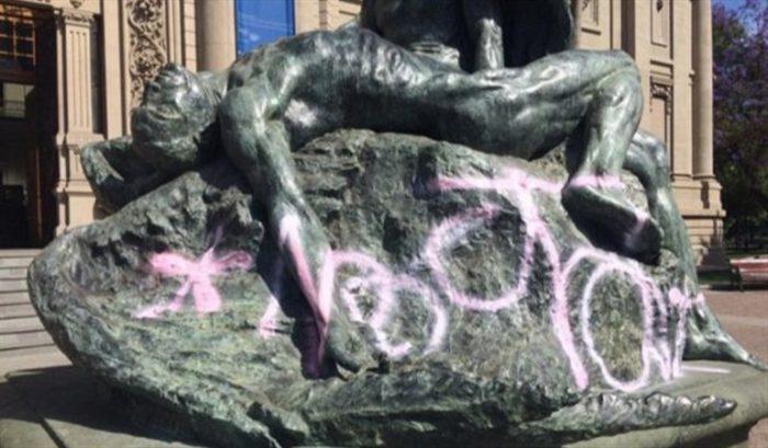 No aprenden: escultura dañada por la Fórmula E es vandalizada por segunda vez en un mes