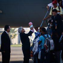 Piñera recibe a chilenos retornados de Venezuela