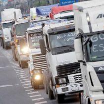 Camioneros amenazan con paro indefinido si el Gobierno no regula las alzas del petróleo