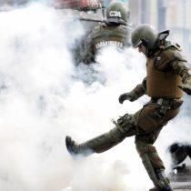 Vecinos de la comuna de Santiago enfrentan a Carabineros por uso desproporcionado de gases lacrimógenos