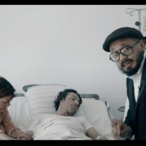 Artista Papas Fritas libera polémico video para pedir ley de eutanasia