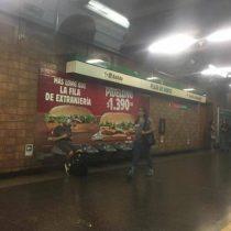 Sindicato de Metro repudia aviso publicitario que se burla de las filas en extranjería