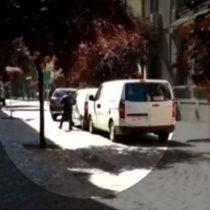 Transeúntes graban robo a camión de valores en pleno centro de Santiago