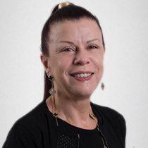 Cecilia Karlezi, la poderosa mujer que no da tregua ante la pelea en la Clínica Las Condes