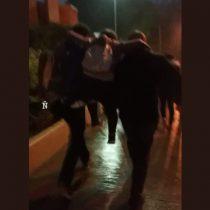 Manifestantes increpan a Carabineros acusándolos de herir a menor con perdigones en marcha en Concepción