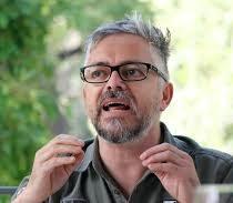 Interpelan a Jorge Baradit durante presentación en feria puertomontina