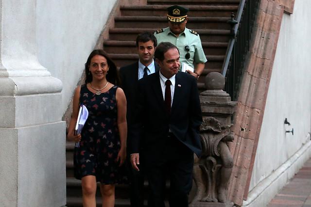 Gobierno materializó acuerdo de madrugada con dirigentes de Gendarmería: