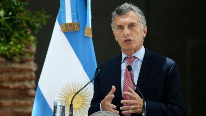 Macri se reúne con su nuevo ministro de Hacienda tras la derrota en las primarias