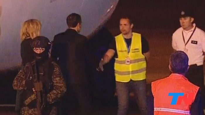 """""""Papelón"""" protocolar en la llegada de Macron a Buenos Aires para participar de la cumbre del G20"""