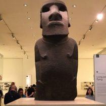 Moai en Inglaterra: el inusitado viaje de habitantes de Isla de Pascua al Museo Británico por el famoso moai que perteneció a la reina Victoria