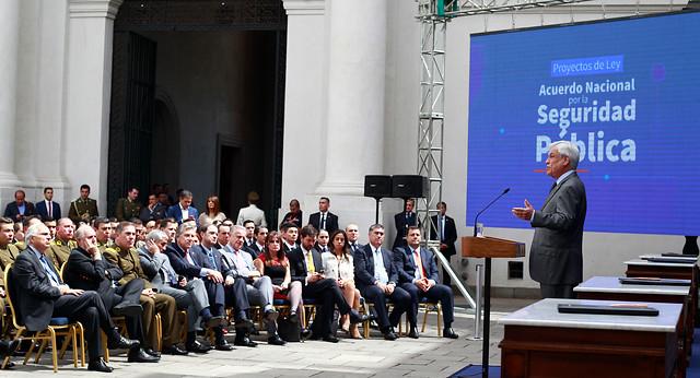 Sigue la arremetida legislativa de La Moneda: Piñera firma 5 proyectos de ley en materia de seguridad