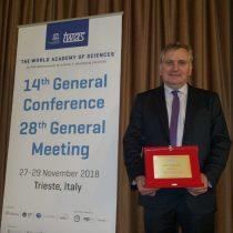 Mario Hamuy recibe reconocimiento de la Academia Mundial de Ciencias