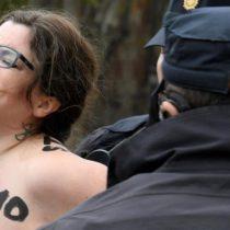 Activistas de Femen protestan en un acto de ultraderechistas en España
