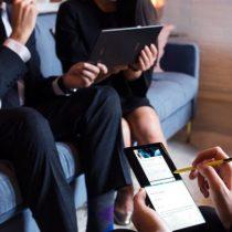 Estudio: 76% de los chilenos considera muy importante el uso de su celular en el trabajo
