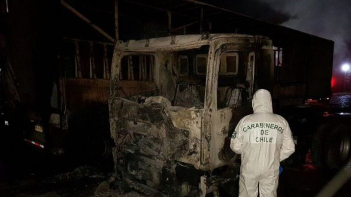 Denuncian ataque incendiario contra cuatro camiones en Forestal Mininco en Collipulli