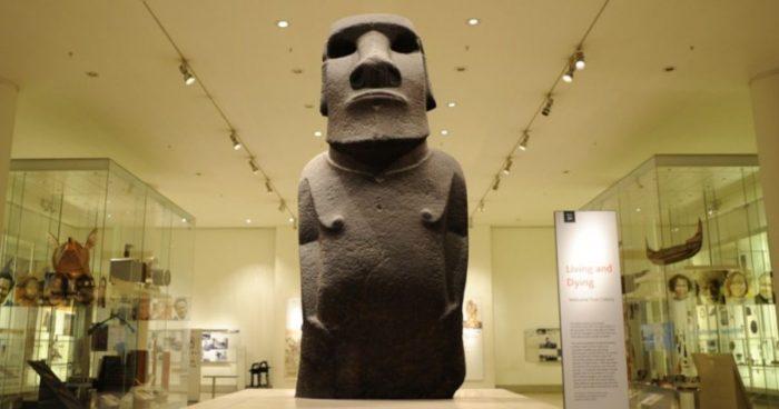 Chile deberá recurrir a justicia para recuperar el moai expuesto en Londres