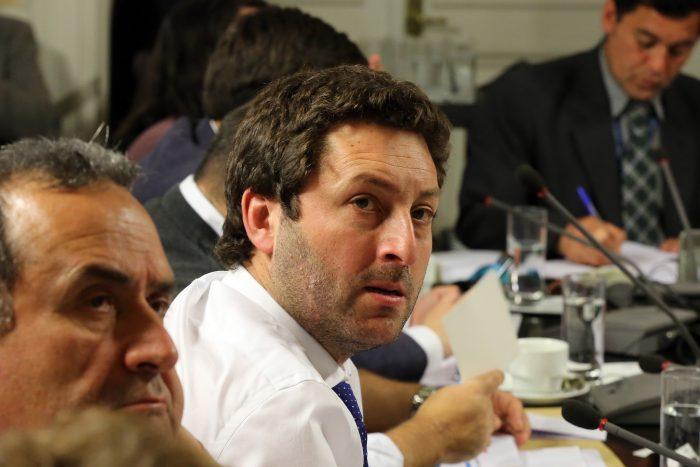 """Diputado Coloma: Partidos de oposición """"están prostituyendo la figura de la Acusación Constitucional"""""""