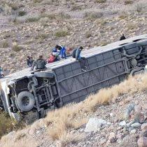 Bus de origen chileno desbarranca en las cercanías de Mendoza dejando al menos tres fallecidos