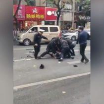 Al menos 5 muertos y 21 heridos tras chocar un autobús secuestrado en China