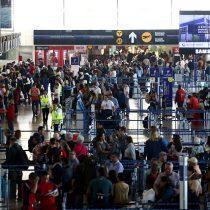 Controlan llegadas desde España e Italia para aplacar el coronavirus