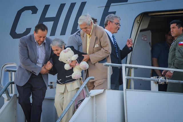 Vuelta a casa: Avión FACh trajo a segundo grupo de chilenos desde Venezuela