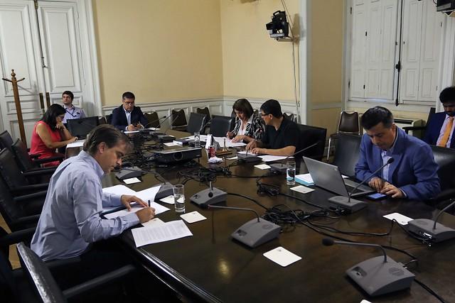 """Día """"sandwich"""" en el Congreso: sólo sesionó la comisión investigadora de TVN con 5 diputados"""