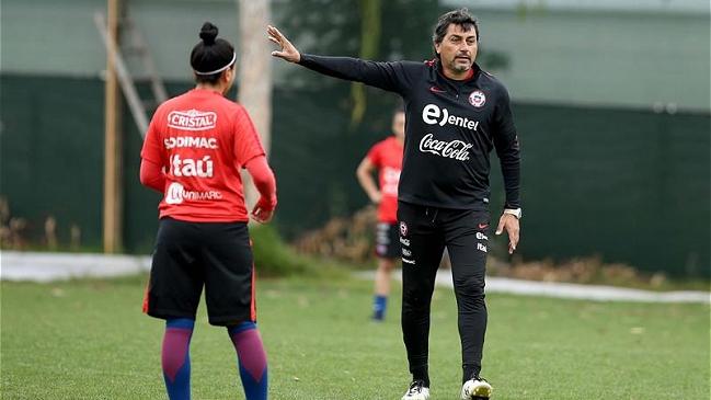 "José Letelier, técnico de ""La Roja"" femenina: ""Nos tocó un grupo bastante peleado"""