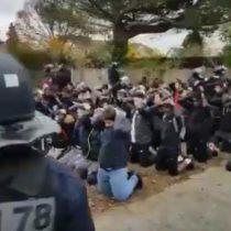 Indignación en Francia por imágenes de estudiantes secundarios amarrados y arrodillados tras ser detenidos por la policía en manifestaciones