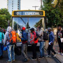 Partió tercer vuelo de haitianos: La Moneda no suelta el tema migratorio pese a que no logra sacar dividendos políticos