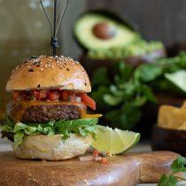 La apuesta vegana de la industria alimentaria con hamburguesas sin carne y leche de nuez