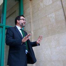 Hinzpeter vuelve a marcar posición y defiende intento de sancionar el negacionismo