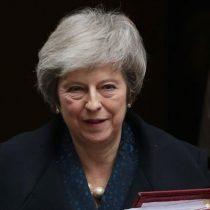 Theresa May se salva y sigue al mando de Reino Unido y del brexit