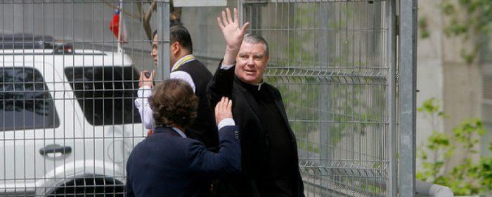 Antes de cumplir el plazo, John O'Reilly se fue hoy de Chile