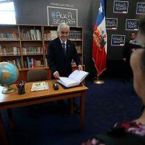 """Piñera promulga sin pena ni gloria la controvertida ley """"Aula Segura"""""""