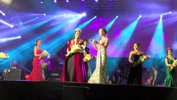 """Concurso """"Reina de los Ríos"""" exige """"sexo femenino al momento de nacer"""" y desata la polémica"""