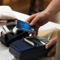 En EE.UU. las mujeres pagan un 18% más en comisiones bancarias
