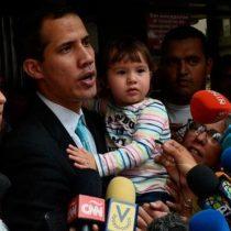 Guaidó denuncia una visita de la policía a su casa para intimidarlo y las autoridades lo niegan