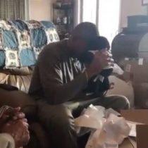 El emotivo regalo de Navidad que conmueve al mundo: hombre recibe peluche con la voz de su madre muerta