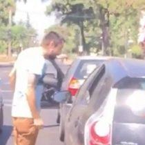 Denuncian a agresivo conductor que chocó a dos automóviles en Providencia