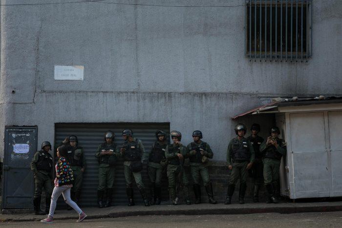 Venezuela: Gobierno de Nicolás Maduro informa de 27 soldados detenidos tras sublevación armada