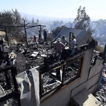 Incendio forestal en Limache ha destruido cerca de 50 casas