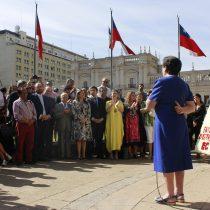 Democracia Cristiana organizó velatón frente a la estatua de Eduardo Frei Montalva en la Plaza de la Constitución
